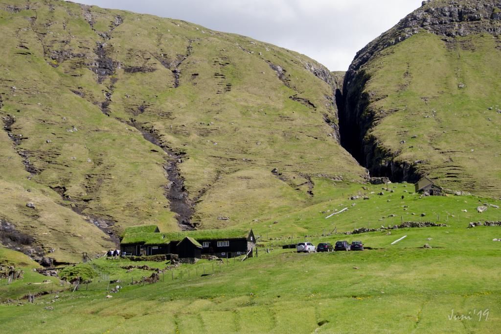 Hvalvík - Leynar
